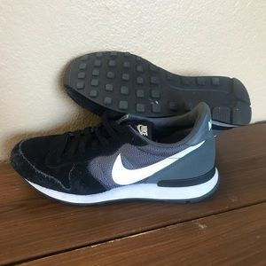 Black/White-Dark Grey Nike Internationalist DS